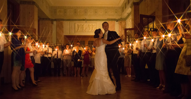 Hochzeitstanz mit Kerzen