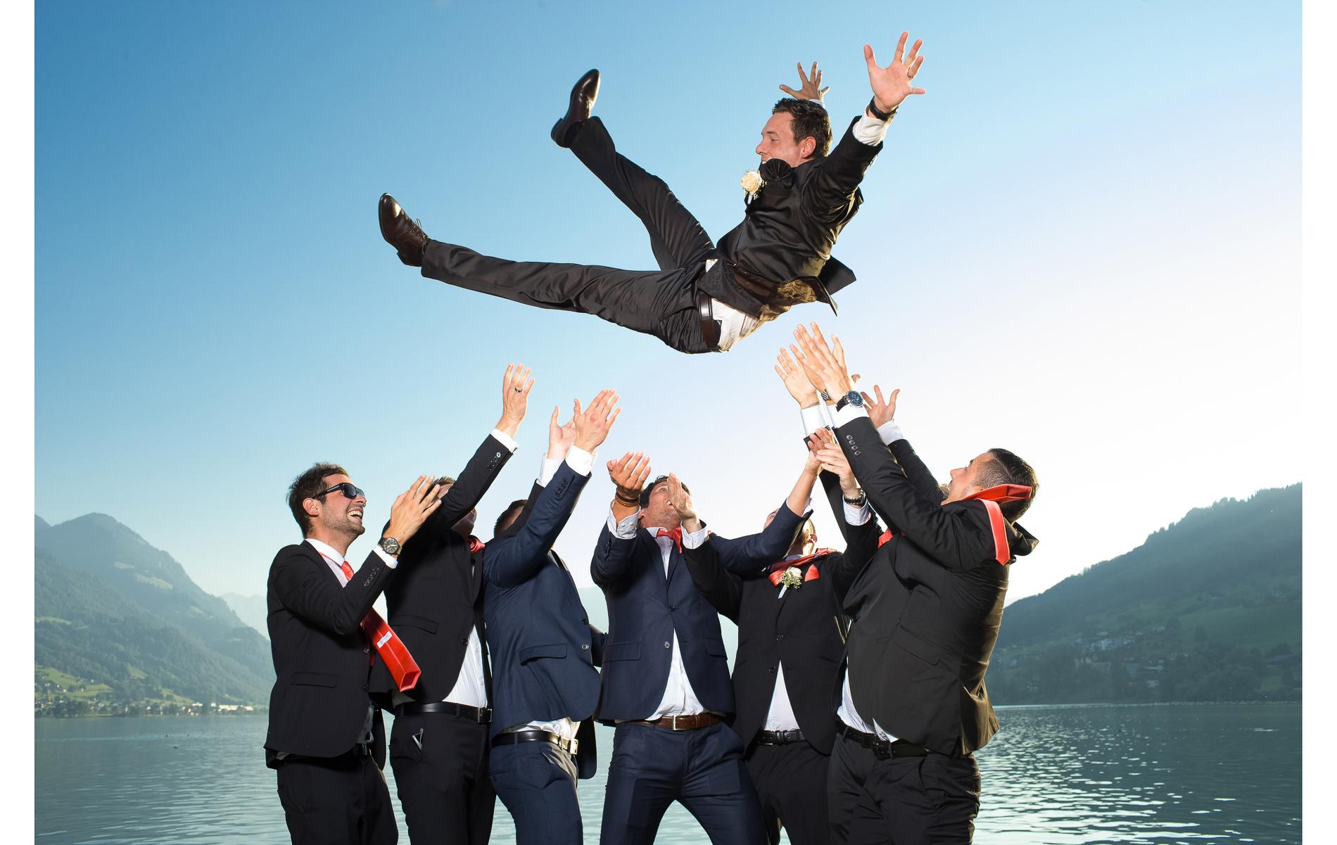 Bräutigam mit Freunden Hochzeit Sarnen